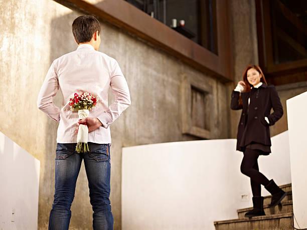 若い男性と女性に愛 - 婚約 ストックフォトと画像