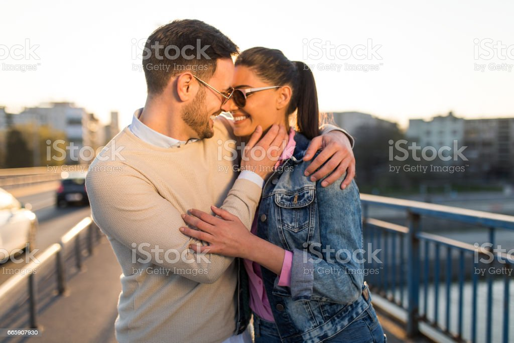 Young couple in love embracing on a bridge foto stock royalty-free