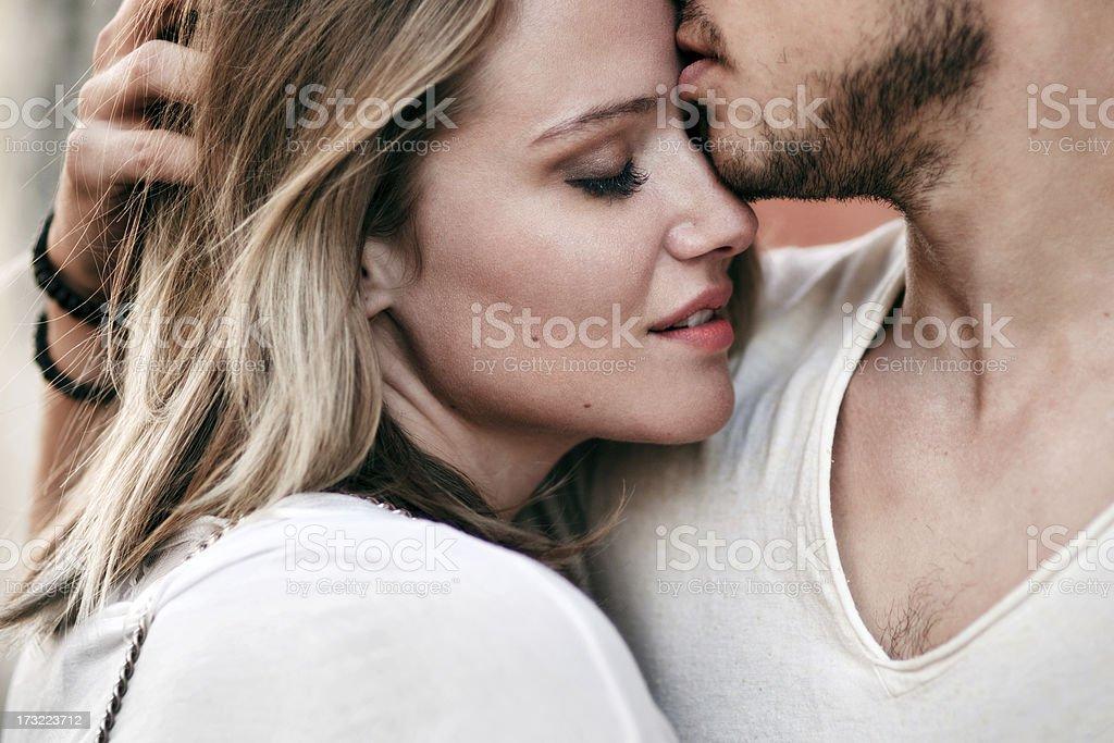 Junges Paar in Liebe – Foto