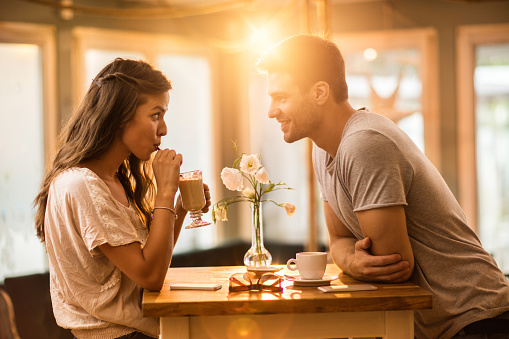 Young Couple In Love Spending Time Together In A Cafe 2명에 대한 스톡 사진 및 기타 이미지