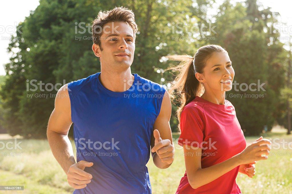 Młoda para Jogging razem – zdjęcie
