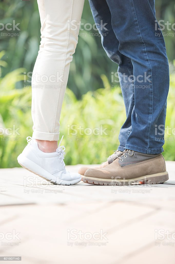young couple kiss and hug photo libre de droits