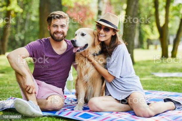 Young couple on a picnic with their dog in the summer picture id1031866832?b=1&k=6&m=1031866832&s=612x612&h=jj8rqjqbxrgcvjmafhdeutcxb7jftmteqn3auiddg9e=