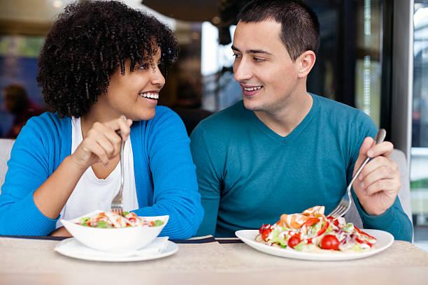 Jeune couple sur le déjeuner - Photo