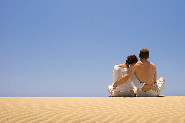 Junges Paar am Strand – Foto