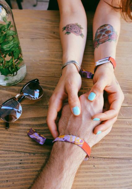 junges paar - armband vintage stock-fotos und bilder