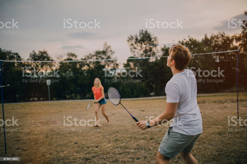 Young Couple Playing Badminton in the Park – zdjęcie