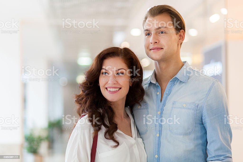 Young couple shopping and having fun together Lizenzfreies stock-foto