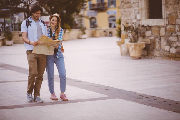 junges paar stehen in den straßen der altstadt - hochzeitsreise zypern stock-fotos und bilder