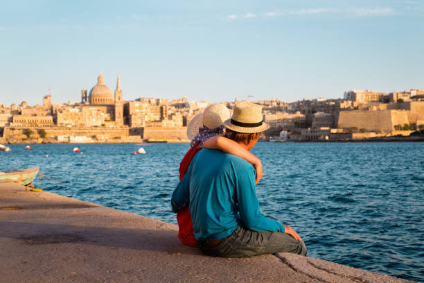 young couple travel in malta, europe - 몰타 뉴스 사진 이미지