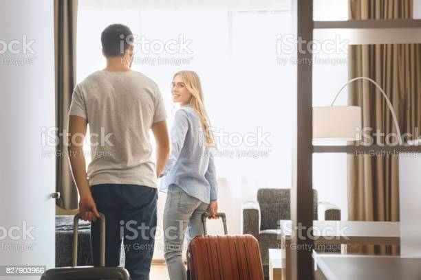 Young couple travel together hotel room leisure picture id827903966?b=1&k=6&m=827903966&s=612x612&h=agvbhrrytxxq0u7nm7luyj732y la1 gt2lqtlavrs0=