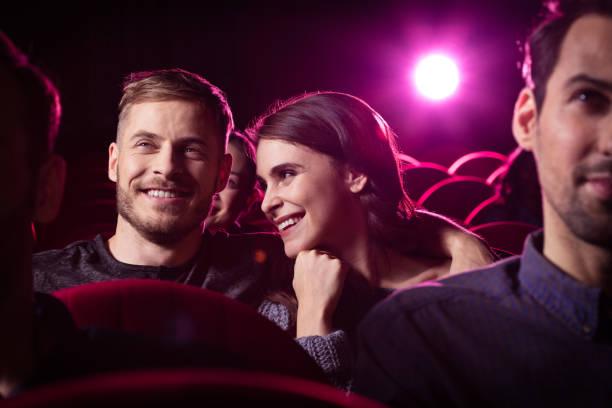 Junges Paar Komödie Film im Kino – Foto