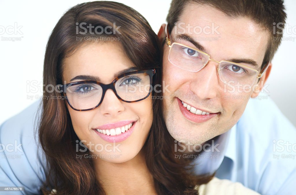 Junges Paar mit eyeglasses. – Foto