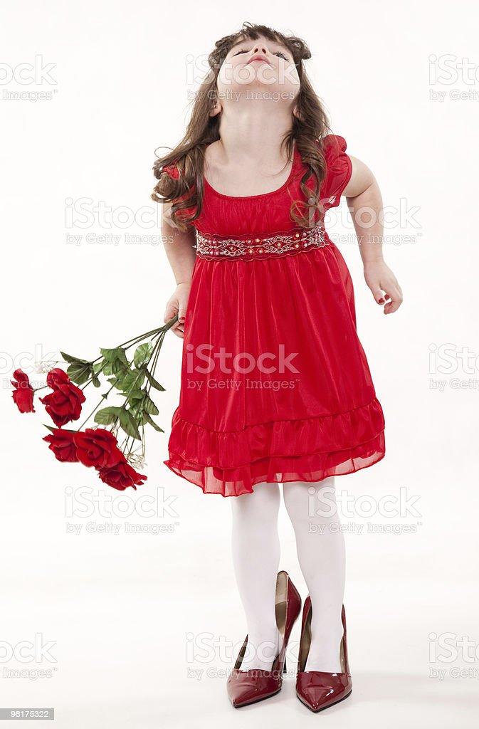 Giovane carino caucasico ragazza bambino giocando foto stock royalty-free