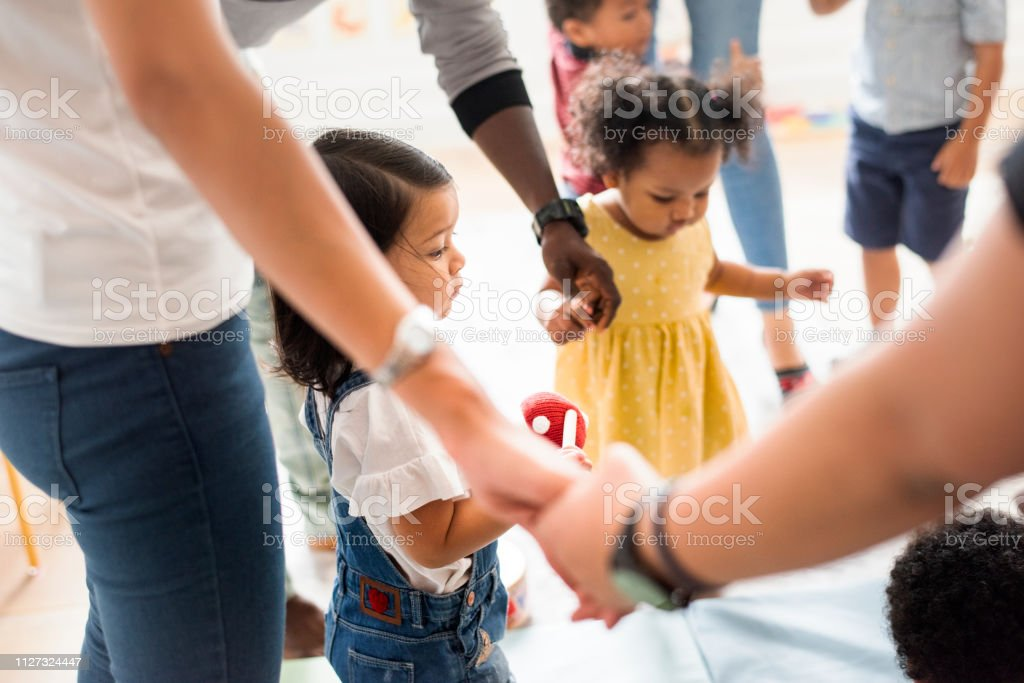 Young diverse kids standing with their parents - Royalty-free Child Stock Photo
