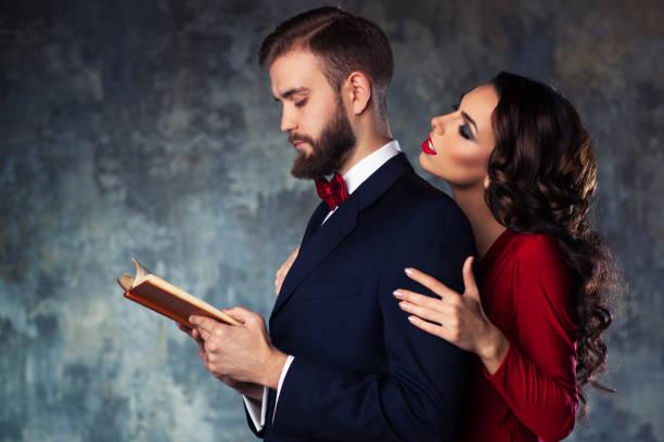 young elegant couple - seduzione foto e immagini stock