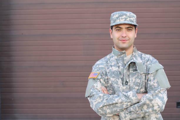 Headshot americano étnico novo do soldado - foto de acervo