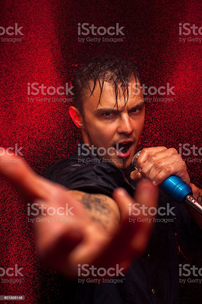 Young expressive singer standing on stage foto stock royalty-free