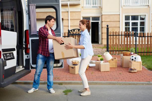 young family moving house - oggetti personali foto e immagini stock