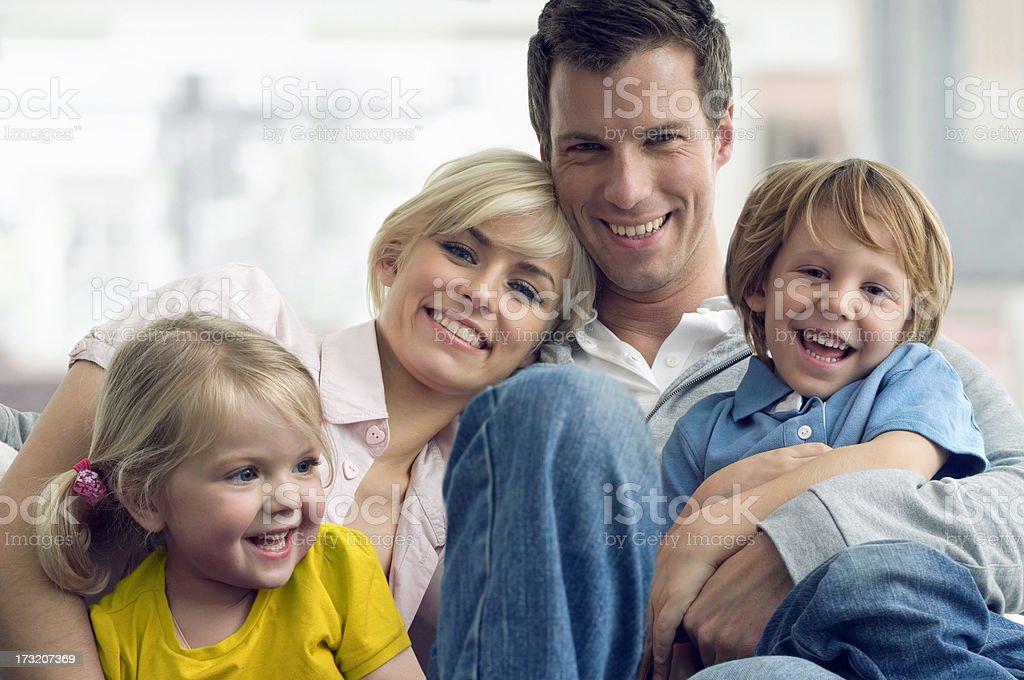 Junge Familie – Foto