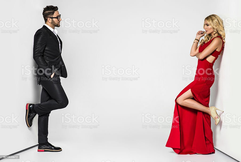 young fashion couple on a white background in studio foto stock royalty-free