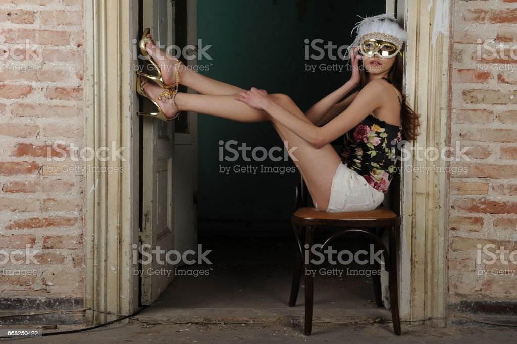 young fashion model posing in vintage house foto stock royalty-free