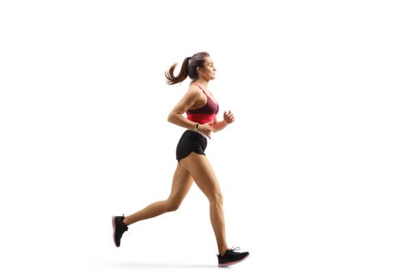 junge sportlerin im sportbekleidungsjogging - joggerin stock-fotos und bilder