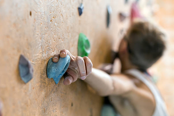 Young Female Climber on wall of indoor climbing gym – Foto