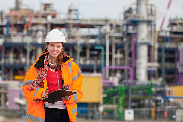 Young female industrial worker foto