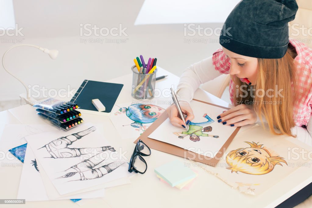 Young female painter – zdjęcie