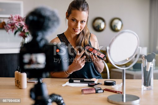 istock Young female vlogger recording a make-up broadcast for her vlog. 667994606