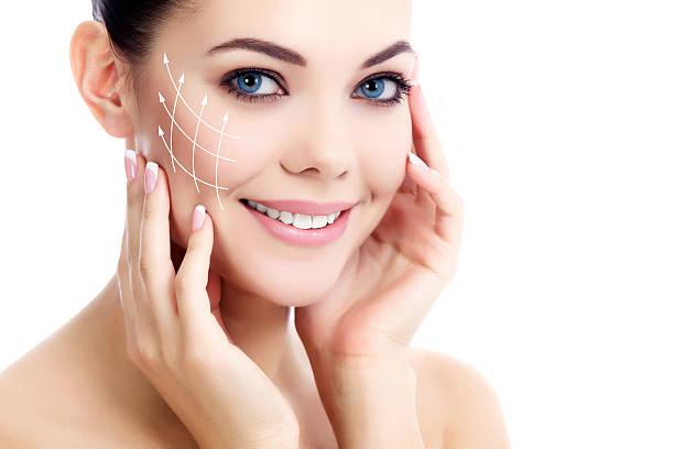Giovane donna con la pelle pulita fresca - foto stock