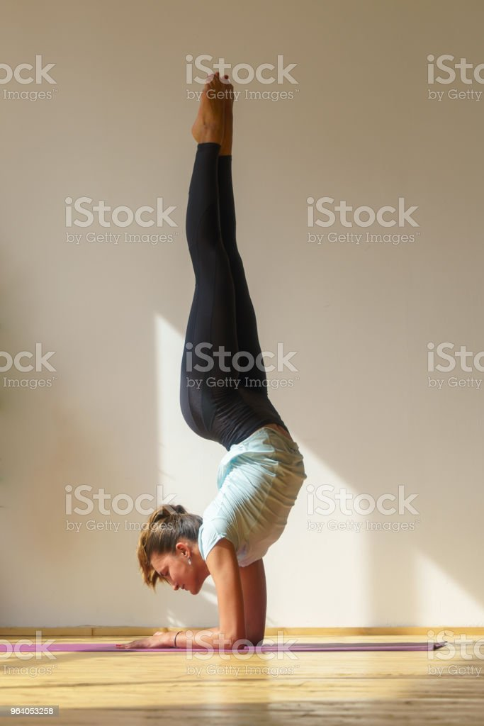 young fit woman doing stretching exercise - Royalty-free Acrobatic Activity Stock Photo