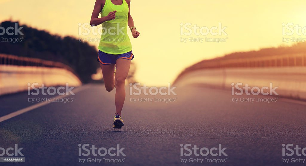 young fitness asian woman runner running on city road – zdjęcie