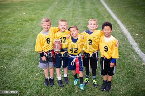 istock Young Flag Football Team Team Picture 656638608
