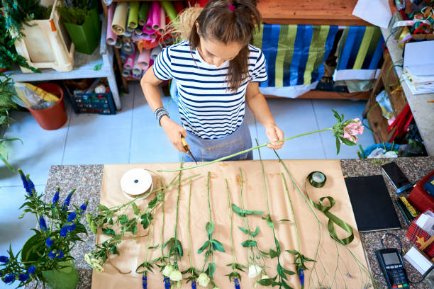 Young florist cutting flower for bouquet at the counter of her shop picture id1040961692?b=1&k=6&m=1040961692&s=612x612&w=0&h=mdywncrk0pjcojdkrrlckfqslteofgkuv rlw3ppf08=