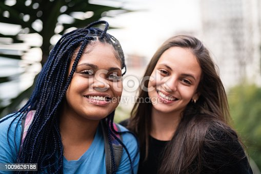 istock Young Friends Portrait 1009626188