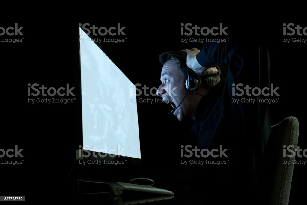 Fotografía de Joven Jugador En Cuarto Oscuro Juegos De Video y más ...