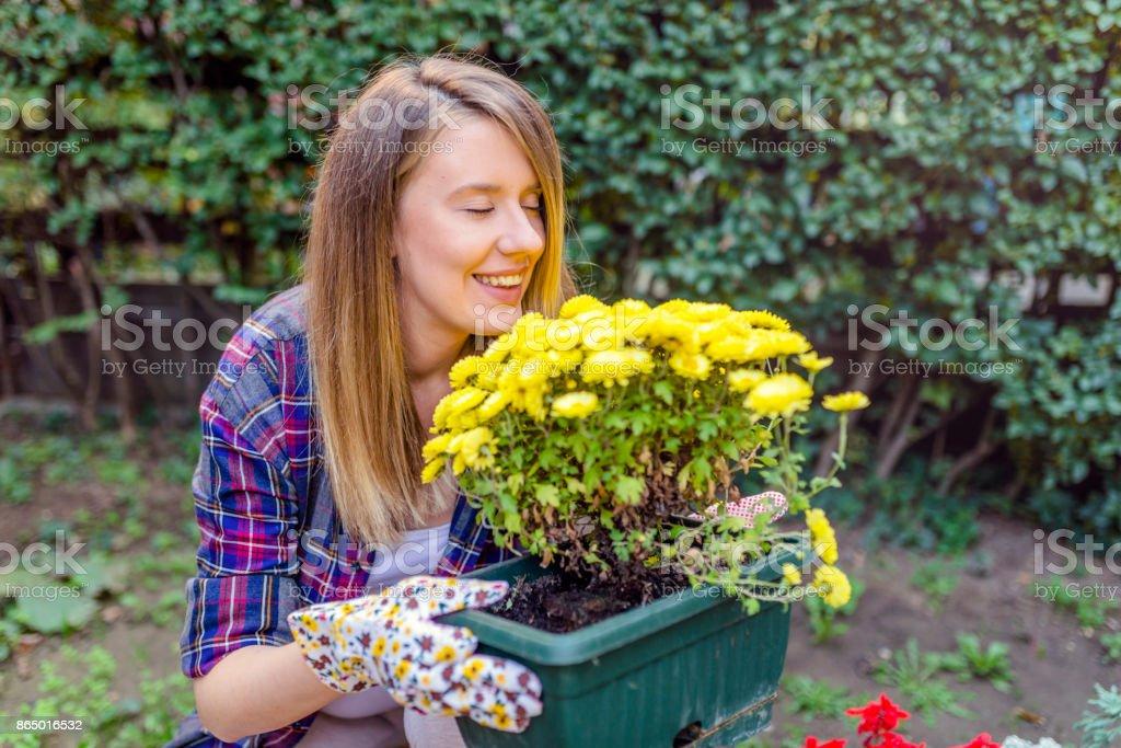 Photo libre de droit de Jeune Jardinier Dans Le Jardin ...