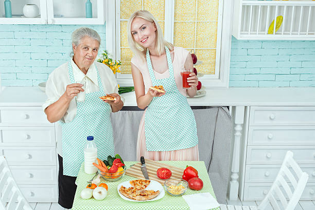 young girl and her mother. - vegan for fit rezepte stock-fotos und bilder