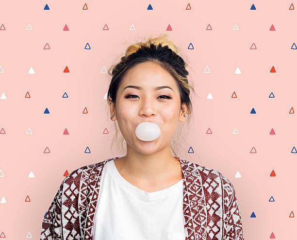 young girl chewing bubble gum concept - sakız şekerleme stok fotoğraflar ve resimler