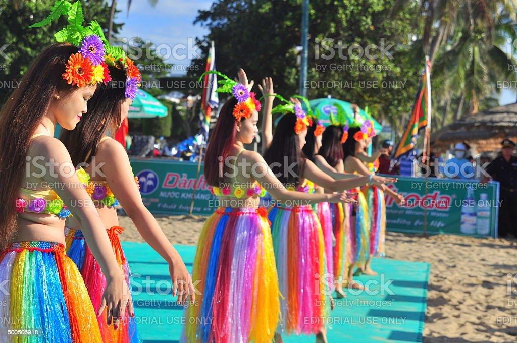 若い女性たちがダンスのスポーツを実施する ストックフォト