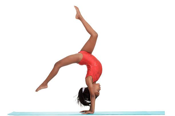 Jeune fille faire gymnastique avec motion blur - Photo