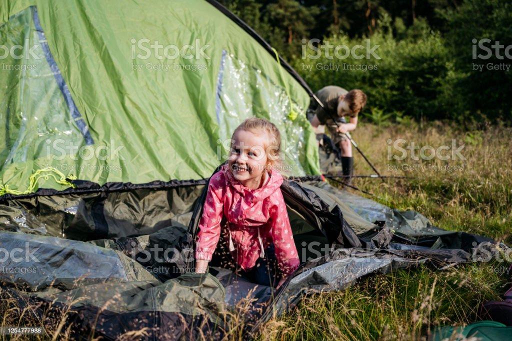 Campingplatz mädchen Hinterhalt der