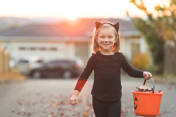 Young girl in black cat costume goes trick or treating picture id1164233900?b=1&k=6&m=1164233900&s=612x612&w=0&h=uyu1hn5bjh98o24yw 65nlfazyycsmbufvxtl4 4xvg=