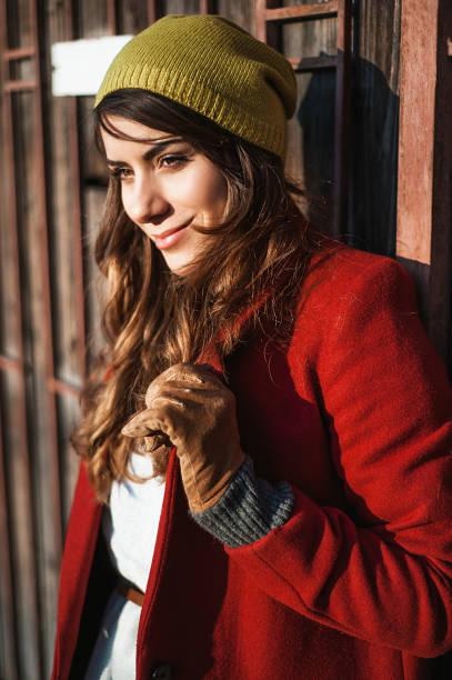 young girl in the autumn city - vlad models стоковые фото и изображения