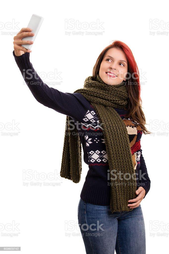 94e2007ec6bc Giovane ragazza in abbigliamento invernale facendo un selfie foto stock  royalty-free