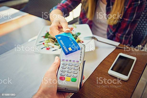 Young girl is paying using her credit card picture id616881950?b=1&k=6&m=616881950&s=612x612&h=mwutkmvlij 73ui1mahi fskolqr94yhwdyggl0y018=