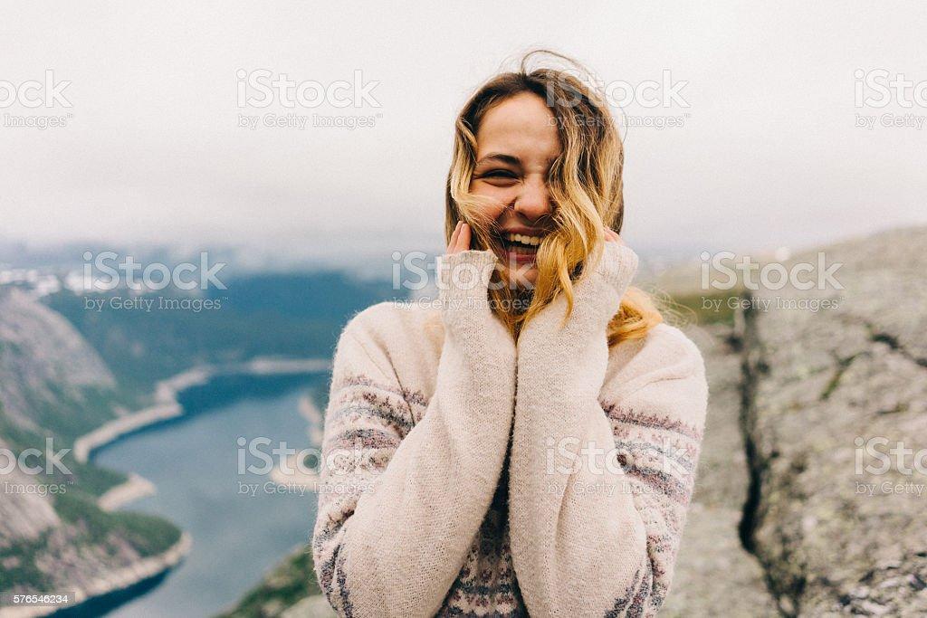 Junges Mädchen lachen – Foto