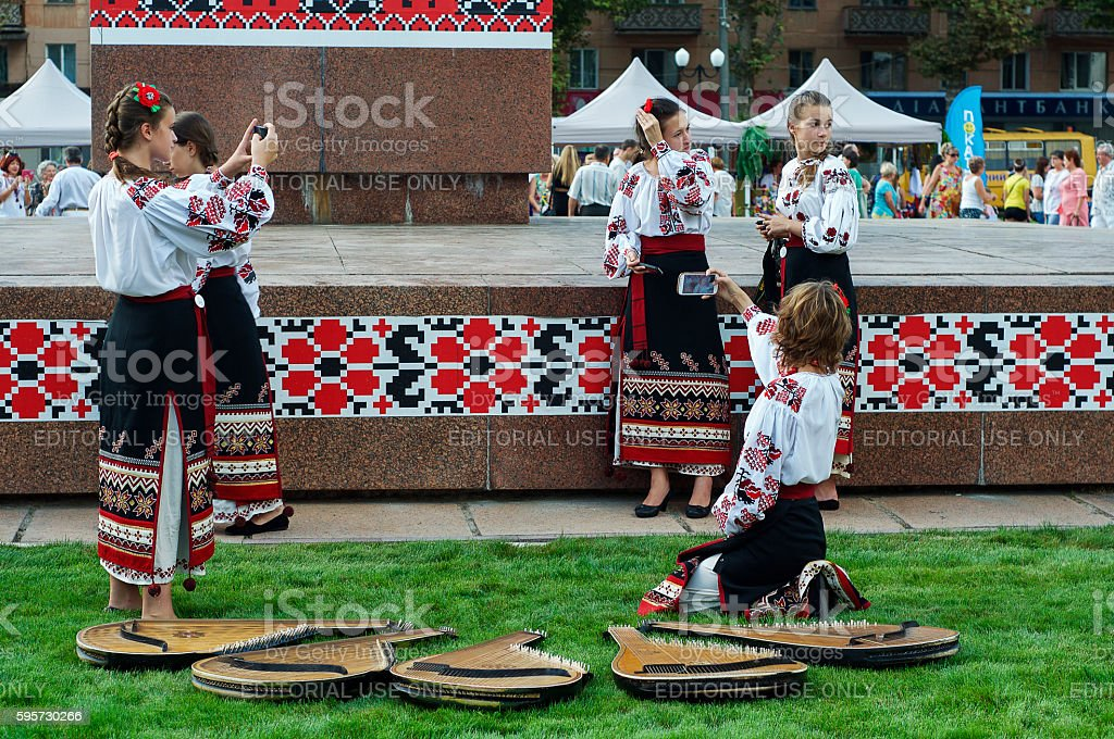 Young girl musicians in traditional Ukrainian clothes стоковое фото